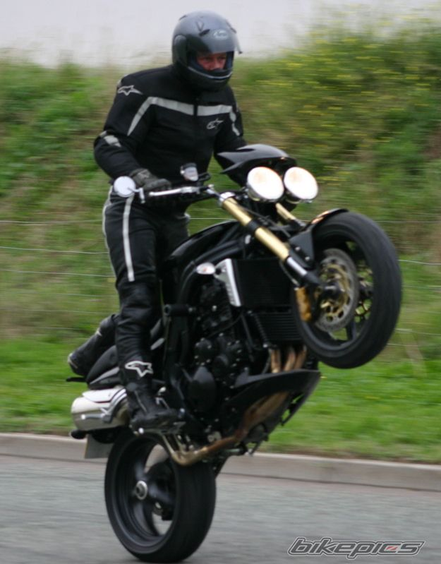 triumph speed triple wheelie